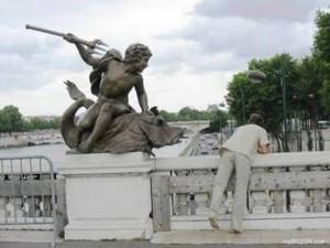 άγαλμα με τρίαινα