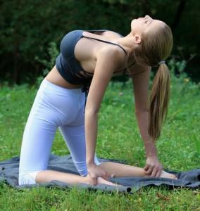 jordan-carver-yoga